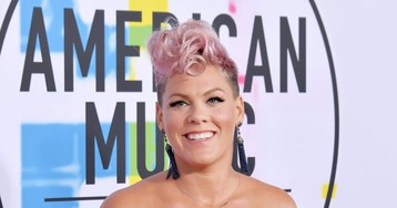 "People are saying Pink ""cringed"" during Christina Aguilera's AMAs performance, and Pink is not here for the rumors"