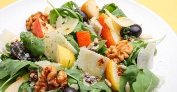 Вкуснейший салат с грушей, орехами и виноградом