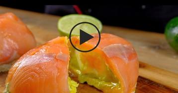 ВИДЕО-РЕЦЕПТ: Особенный бутерброд с лососем, авокадо и яйцом пашот