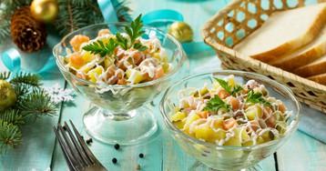 Праздничный салат с сёмгой и маринованными огурцами
