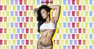 11 татуированных фоток топовой ринг-герл, которая очень не любит позировать в одежде