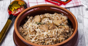 Запеченная гречка в горшочке с грибами
