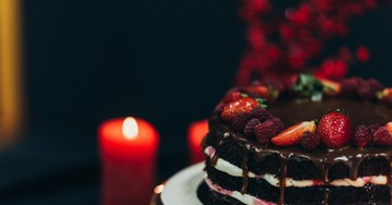 Праздничный шоколадный торт на кефире