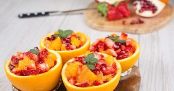 Фруктовый салат в апельсиновой кожуре