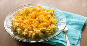 Салат из куриной грудки, ананасов, кукурузы и сыра