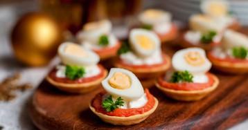 Тарталетки с сёмгой, сливочным сыром и перепелиными яйцами