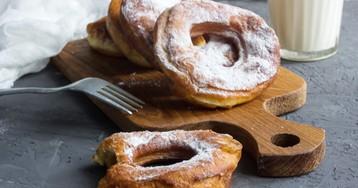 Пышные пончики с сахарной пудрой