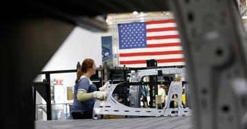 Fiat Chrysler to Invest $1 Billion, Pay Bonus After Tax Cut