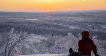 Жители Мурманска собрались на сопке, чтобы встретить первый рассвет после полярной ночи