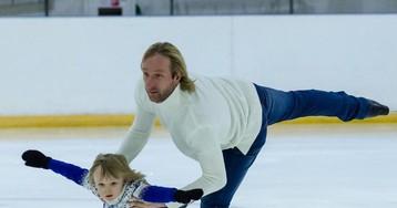 «Ох, эти родители!»: Евгений Плющенко показал, как уводит Сашу с тренировки