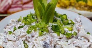 Вкуснейший салат из кальмаров с грибами