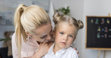 Доча сдаёт маму спотрохами