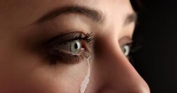 Горькие слёзы незнакомой девушки
