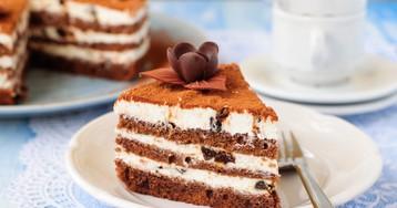 Шоколадный торт со сливочным кремом и черносливом – вкус бесподобный!