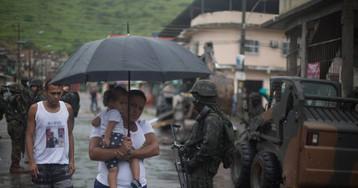 """""""Mais uma vez o povo contra o povo"""": as vozes das favelas na primeira semana da intervenção no Rio"""