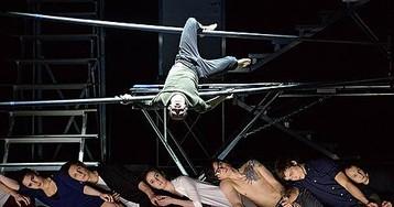 Выход через сцену // Московский театр мюзикла освоил цирковое искусство