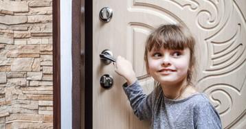 Двери незнакомцам дочь неоткрывает— проверено лично мной!