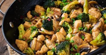 Куриное филе с грибами и брокколи