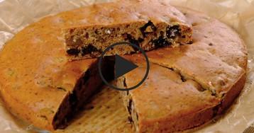 Видео-рецепт: Постный кофейный пирог с черносливом