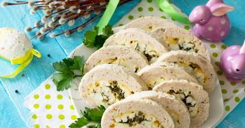 Куриный рулет с яйцами, зеленью и сыром