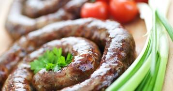 Домашняя колбаса из свинины с чесноком