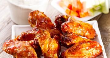 Аппетитные куриные крылышки в медово-соевом соусе