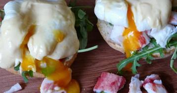 Яйца Бенедикт с крабом