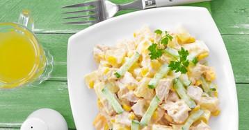 Лёгкий весенний салат с курицей и ананасом