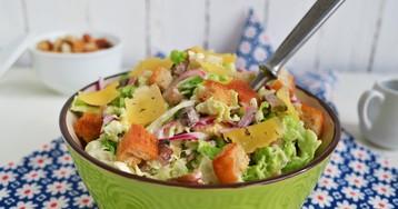 Весенний салат из пекинской капусты с курицей