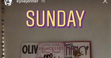 Kylie Jenner mostra a coleção de livros infantis de Stormi Webster