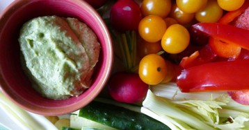 Дип для весенних овощей: авокадо с мятой