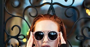 77bc50aadd172 Madelaine Petsch, de Riverdale, lançou uma coleção linda de óculos de sol