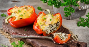 Болгарский перец, фаршированный грибами и сыром