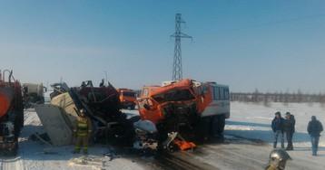 ВЯНАО 14 человек пострадали при столкновении вахтовки сгрузовиком