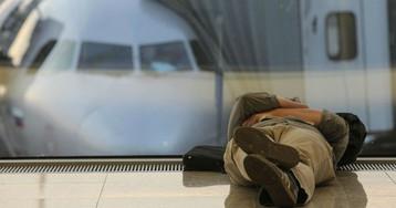 В аэропортах Москвы ввели штраф за лежание на креслах. Что еще запретили?