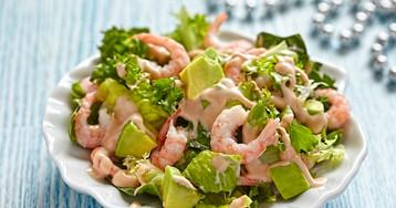 Салат с креветками и авокадо с соусом «Тысяча островов»