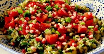 Ливанский салат из запеченных баклажанов с помидорами