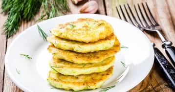 Нежнейшие кабачковые оладушки с сыром и чесноком