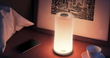 Xiaomi представила «умный» светильник Philips Zhirui Bedside Lamp. Он светится любыми цветами