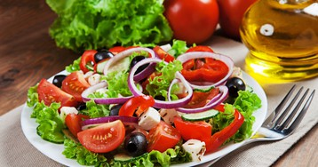 Аппетитный греческий салат