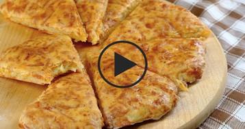 Видео-рецепт: Быстрые сырные лепешки