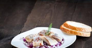 Аппетитная селёдка с хересом и перцем чили