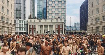 Голый велопробег: сотни людей проехались поулицам Лондона вчем мать родила