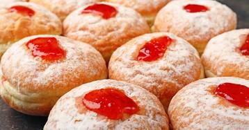 Пончики с клубничным джемом