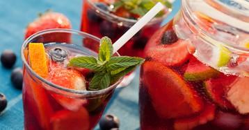 Клубничная сангрия – для летней вечеринки!
