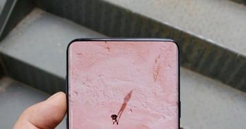 Samsung не собирается выпускать смартфоны с монобровью. Наверное