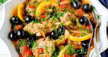 Курица, тушеная с помидорами и маслинами по-средиземноморски