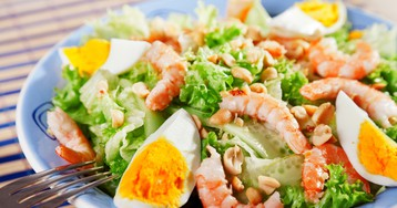 Праздничный салат с королевскими креветками