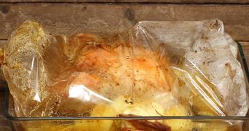 Курица с картофелем и грибами в рукаве