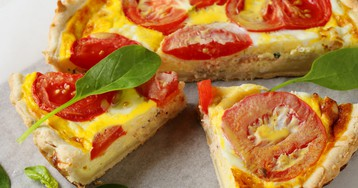 Киш с сыром и помидорами
